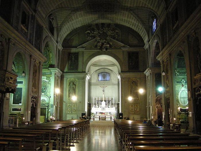 Церковь Св. Джованнино во Флоренции, где была похоронена Лаура и позже - ее муж