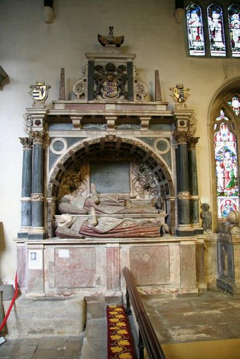 Надгробие графа и его жены в Боттесфорде, несмотря на то, что похоронена она в Лондоне, общее