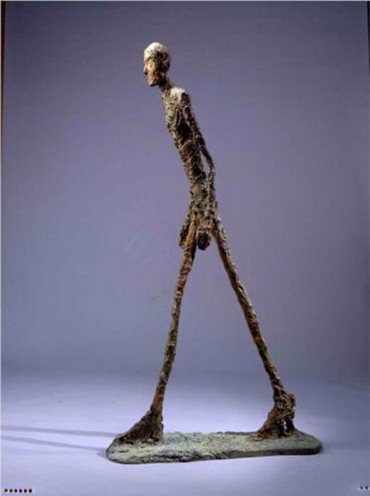 «Шагающий человек» был продан на аукционе за 104 миллиона долларов
