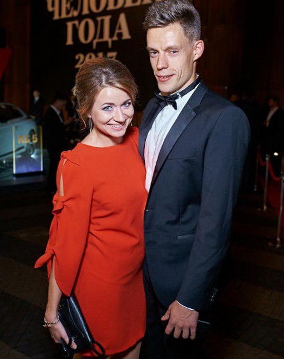 Семья почти все время скрыта от публики; Юрий с женой Ольгой