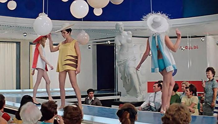 Из кинофильма «Блиллиантовая рука»: Пляжный ансамбль «Мини-бикини-69»
