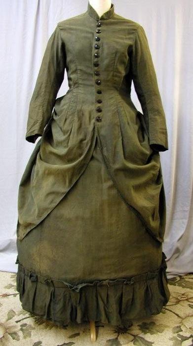 Для путешествий существовали специальные дорожные платья, защищавшие от грязи и пыли