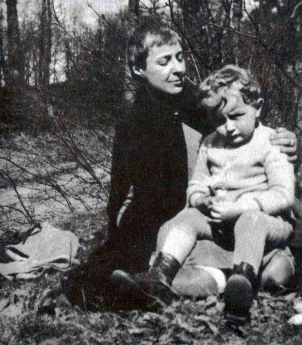 М. Цветаева с сыном