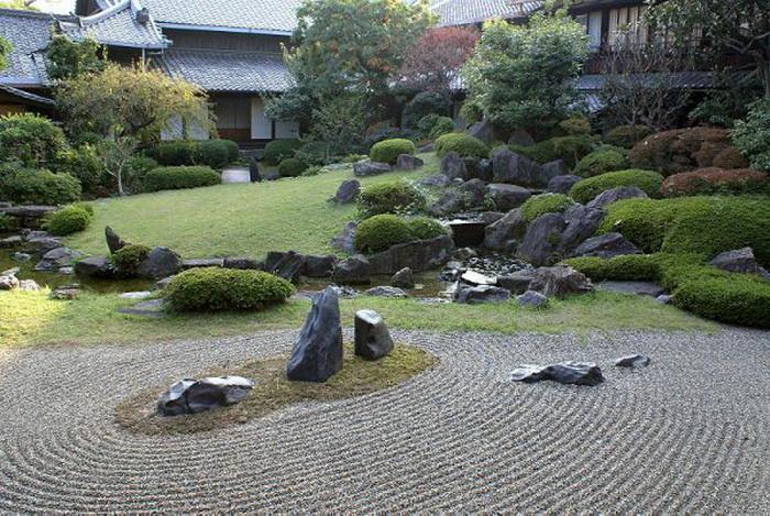 Тишина и покой японского сада помогают отстраниться от повседневных дел