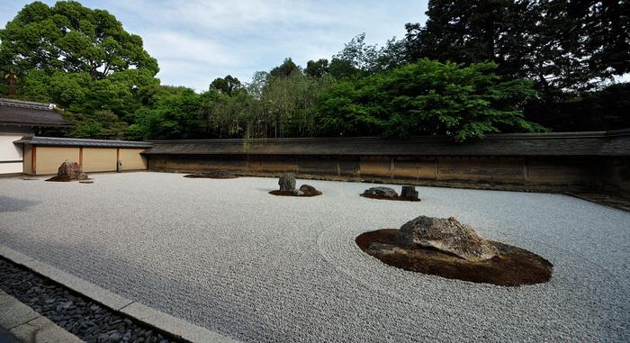 С любой точки террасы видно лишь четырнадцать больших камней
