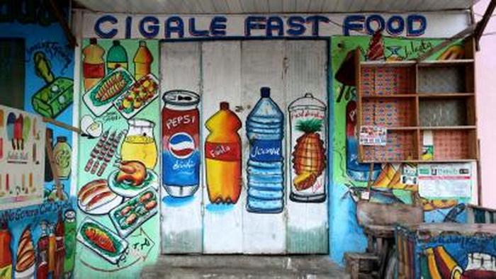Вывеска магазина в Сомали