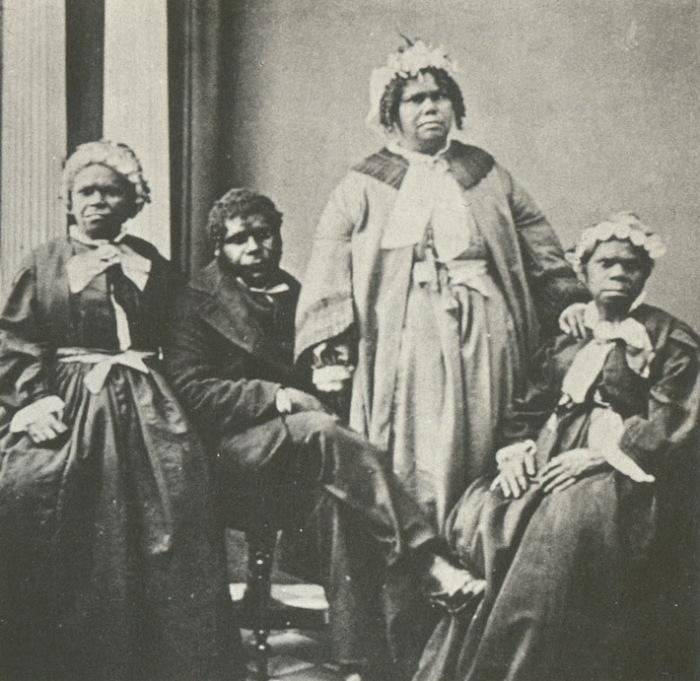 Труганини (справа) - последний чистокровный тасманиец