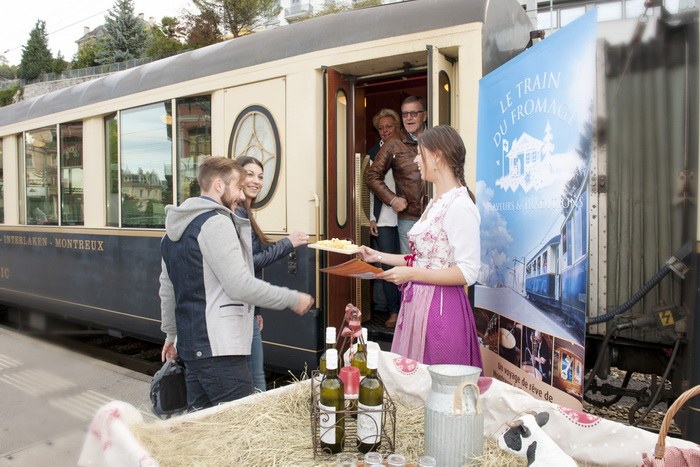 В Швейцарии ходит «сырный поезд», в котором каждому пассажиру предлагается отведать несколько сортов этого продукта