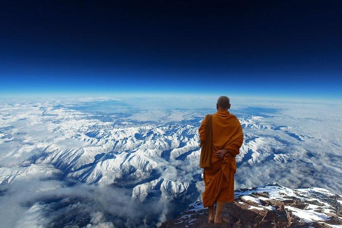 Согласно легенде, правитель Агарти - Царь Мира - вместе с двумя помощниками влияет на мысли и судьбы людей