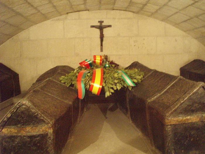 Место упокоения католических королей в Королевской часовне Гранады