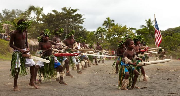 Приверженцы культа проводят ритуалы по привлечению даров предков