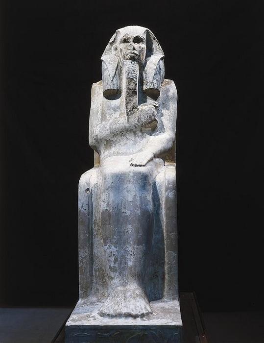Статуя фараона Джосера, в основании которой содержится информация об Имхотепе