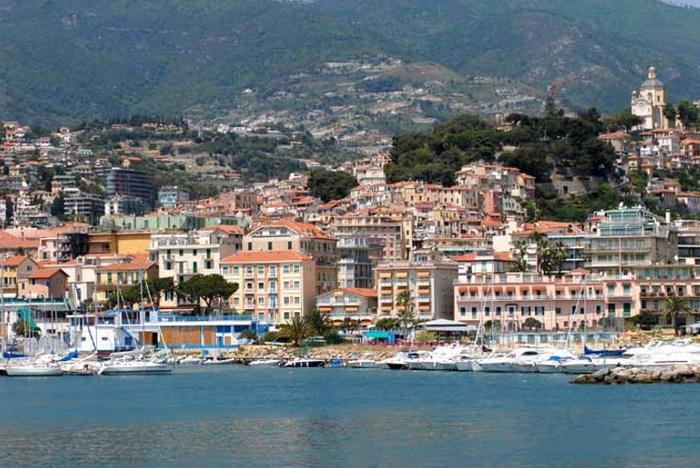 Город Сан-Ремо расположен на морском побережье на северо-западе Италии