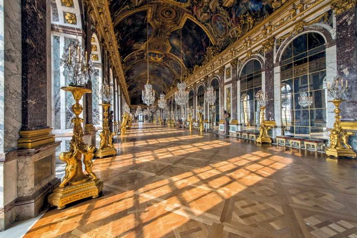 Зеркальная галерея Версальского дворца