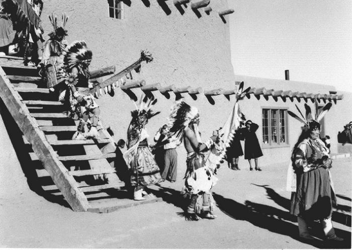 Так во времена Стаута выглядели поселения индейцев пуэбло