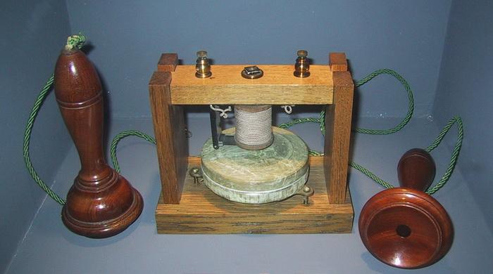 На выставке 1878 года впервые был продемонстрирован телефонный аппарат Белла