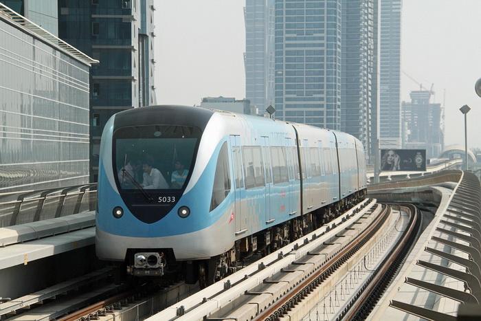 Поезда метро в Дубае работают без машиниста