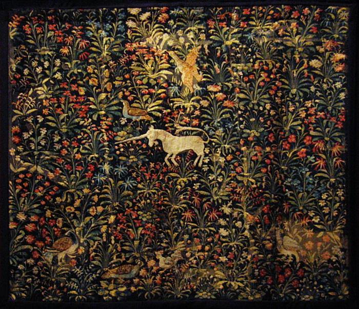 Техника «мильфлёр»: по однотонному фону изображено множество цветов или листьев (техника XV-XVI веков)