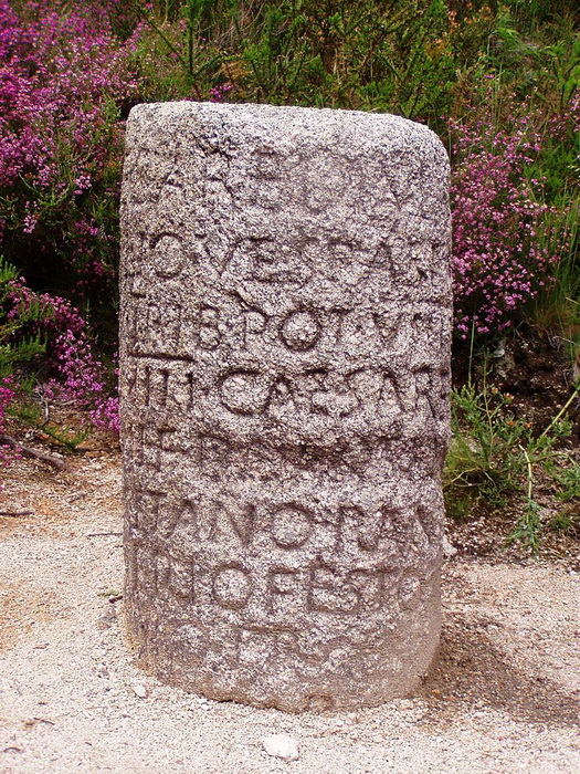 «Мильный камень»: на нем можно было прочитать информацию о строительстве дороги и о той местности, в которой находился путешественник