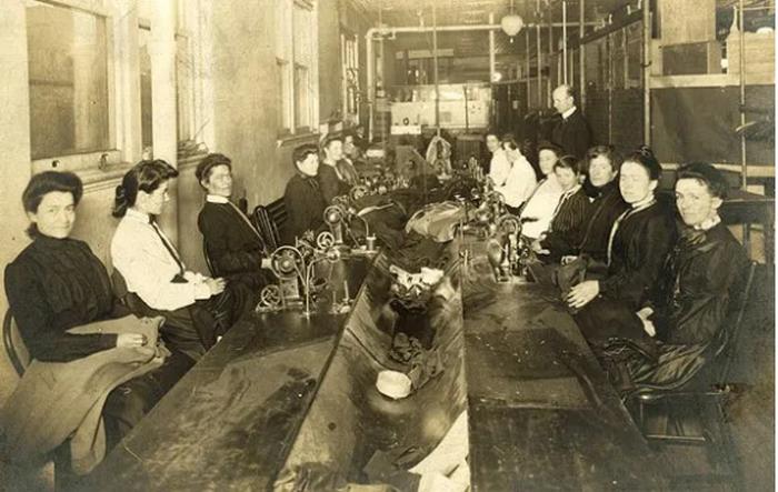 Швейная мастерская в 1904 году