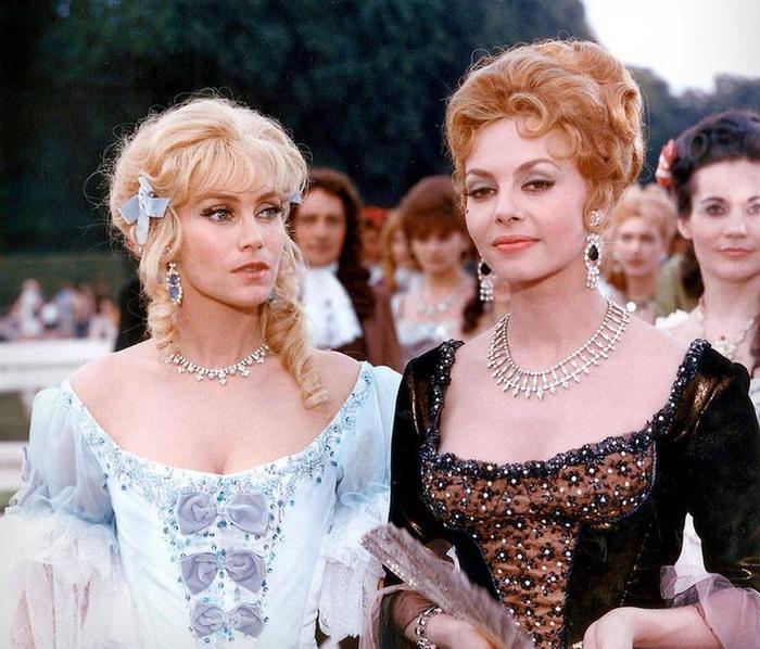 Героини Атенаис де Монтеспан и Анжелики де Пейрак на экране причесаны в соответствии с правилами своей эпохи