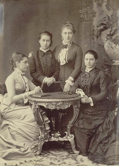 Княгиня Юсупова с дочерьми