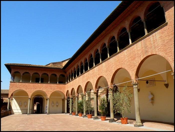 Дом в итальянской Сиене, в котором жила святая
