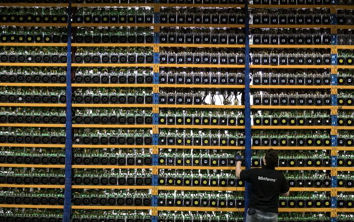 Майнинг биткойнов требует большой вычислительной мощности и значительного расхода электроэнергии