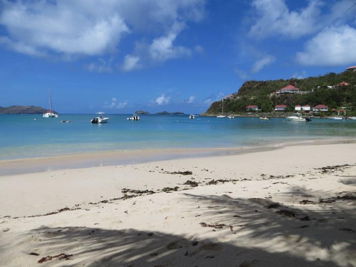 Все пляжи на острове - общественные