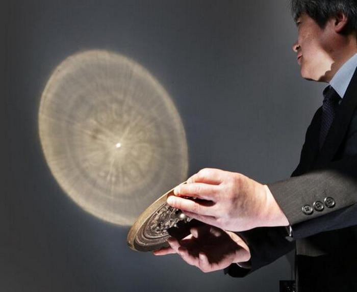Демонстрация свойств волшебного китайского зеркала