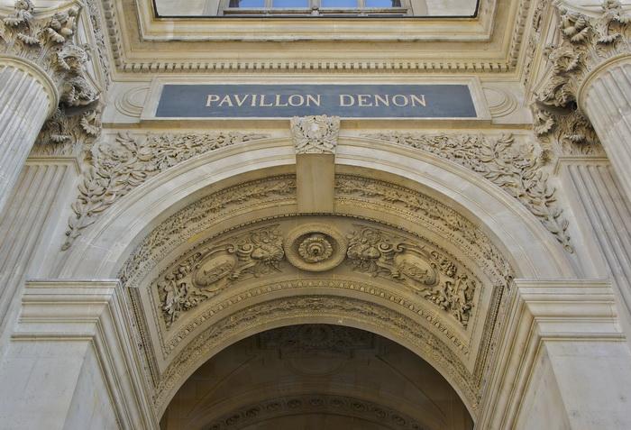 Именем Денона впоследствии было названо крыло Музея Лувра
