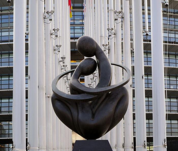 Скульптура Людмилы Чериной «Сердце Европы»
