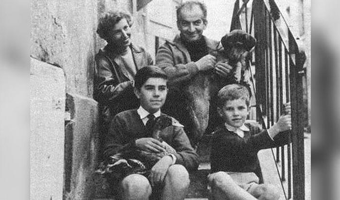 Оливье де Фюнес с родителями и братом