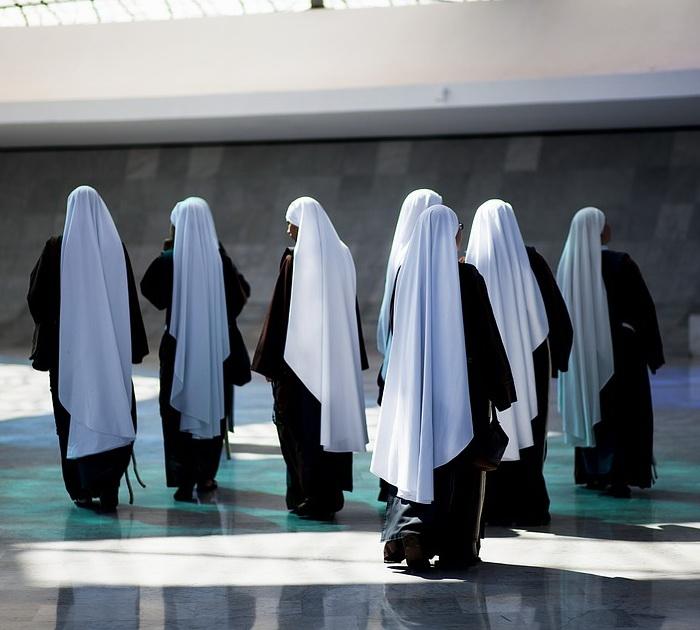С развитием монашества институт диаконисс стал сходить на нет