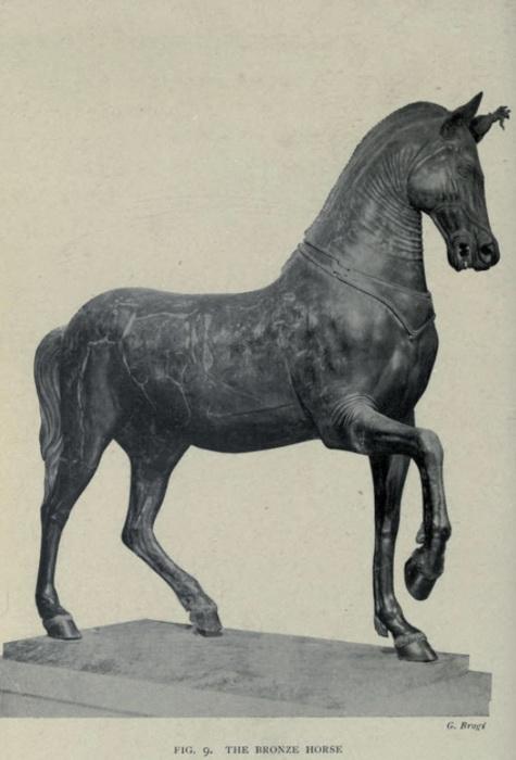 Бронзовая фигура коня, украшавшая театр Геркуланума