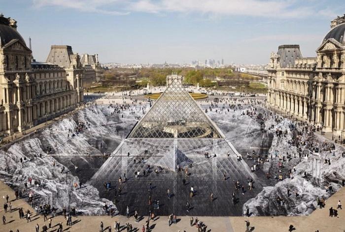 К юбилею пирамиды была создана оптическая иллюзия