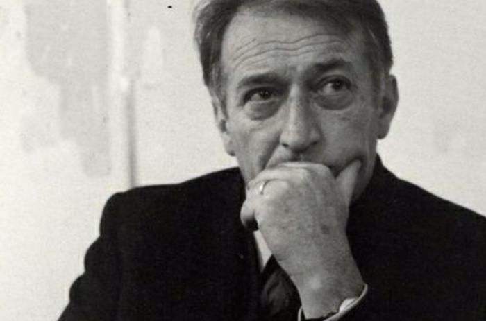 Основной работой Родари была журналистика; в 1957 году он был включен в реестр журналистов официально