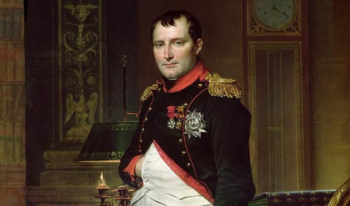 Имя Наполеона тесно связано с пирамидой Лувра