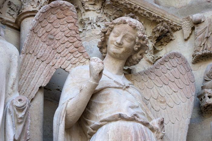 Улыбающийся ангел Реймсского собора