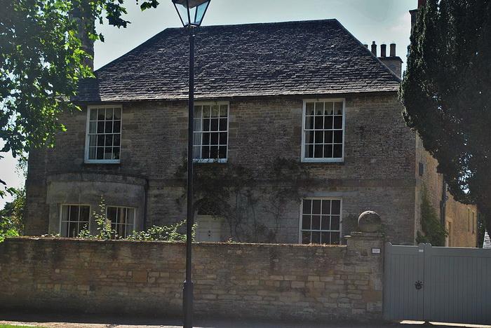 Дом священника в Бэмптоне, по сюжету - дом Изабель Кроули