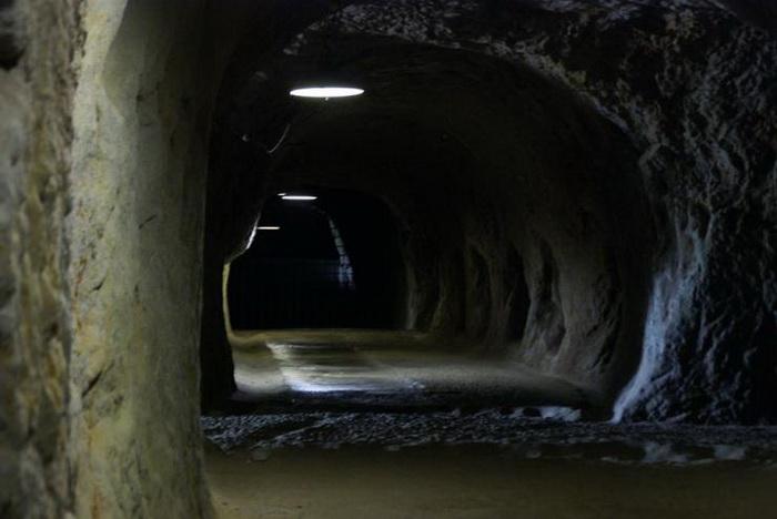 Пещеры и коридоры внутри кофуна Йосими