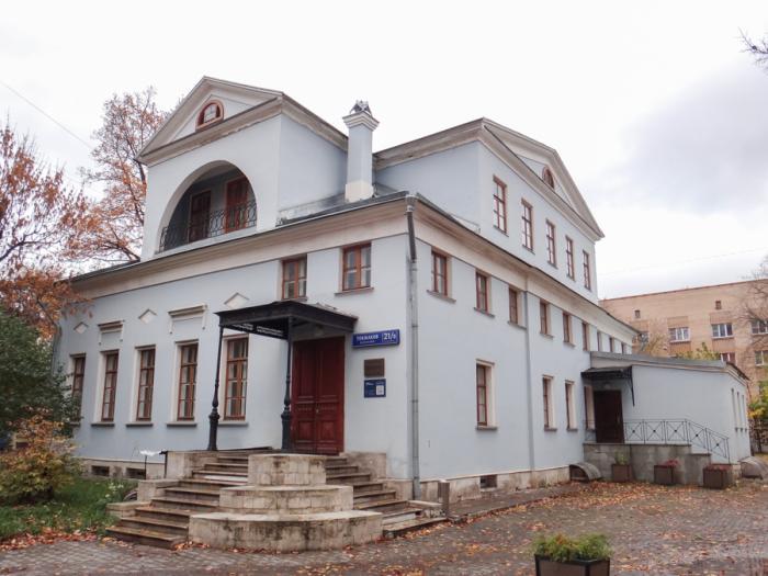 В Москве сохранилось здание усадьбы Н.Е. Струйского - на углу Денисовского и Токмакова переулков