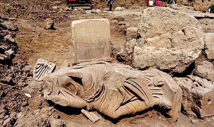 На раскопках гробницы