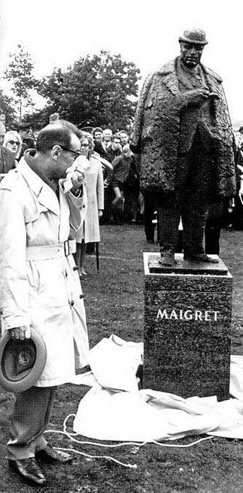 Сименон на открытии памятника Жюлю Мегрэ
