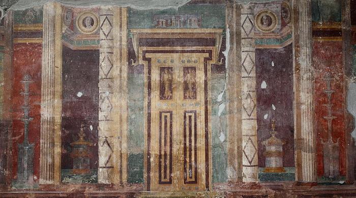 Изображения ложных дверей можно встретить на виллах Помпеи