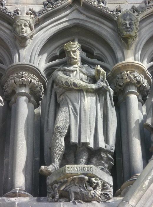 Шотландский король, даром что дед, вовсе не был стариком: на момент смерти ему было 44 года