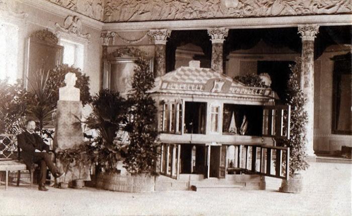С.А. Галяшкин в 1910 году на выставке в Академии наук