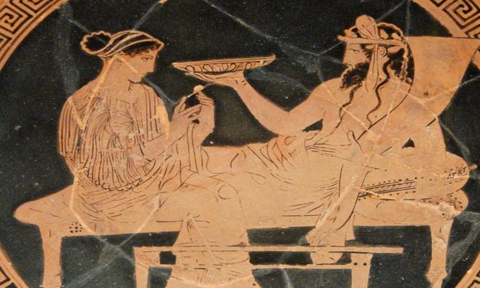 Мебель у греков была простой - ложе делали без спинки