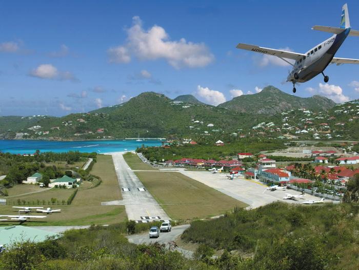 Прилететь на остров можно лишь на небольшом самолете