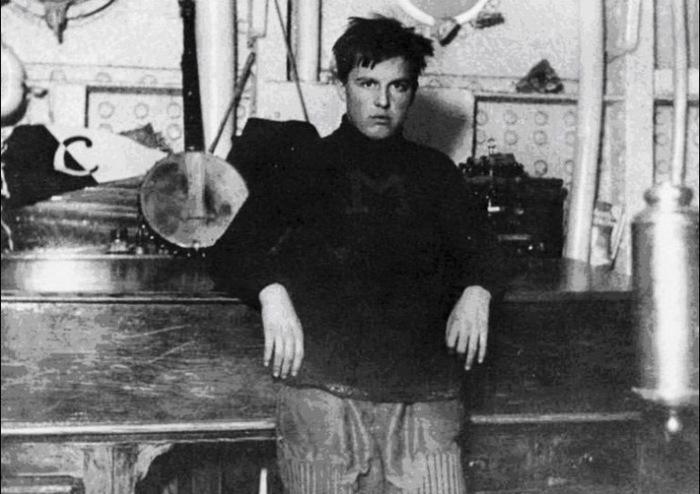 Р. Стаут во время службы на яхте
